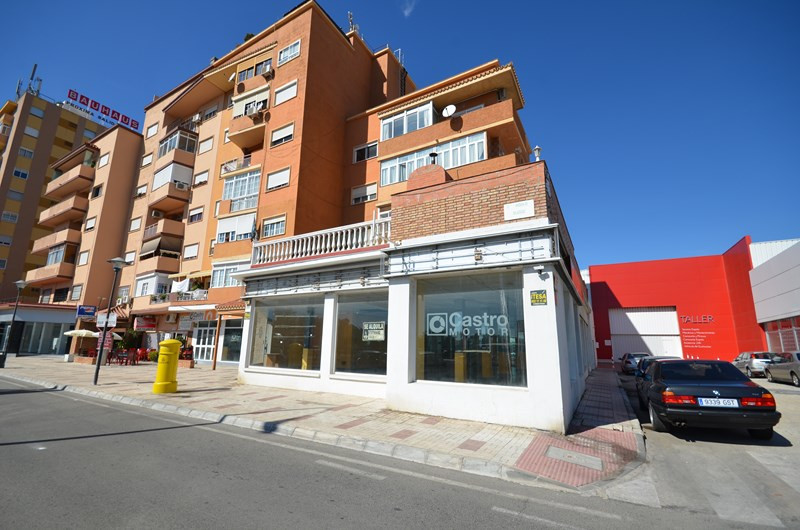 Commercial local  with 440 square meters. It is a perfect place to open any business like autocar, r,Spain