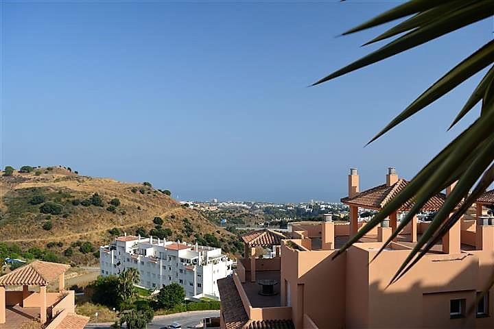 Bright and spacious apartment with panoramic sea views in upper Calahonda, Mijas Costa.  Located in ,Spain