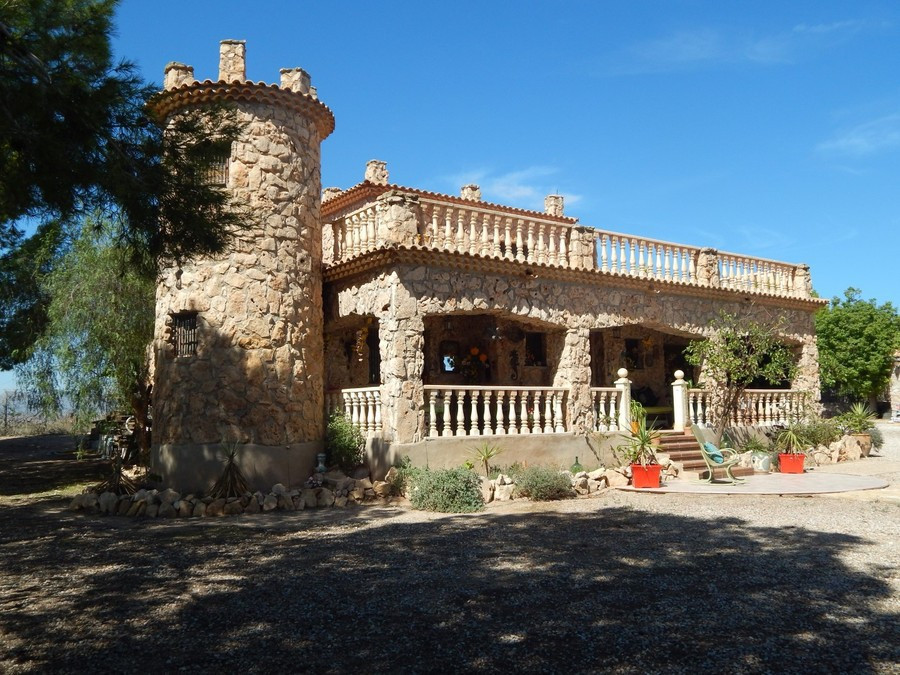 The villa built in 1996 is located in countryside on a large elevated position with mountain views oSpain