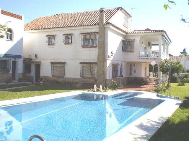 Beautiful independent villa in Caleta de Velez, divided into two floors, the 1st floor has 172 m2 an, Spain