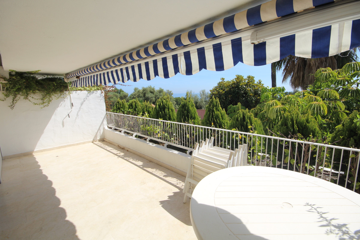 This is a great opportunity to purchase an apartment in a very sought after complex Birdie Club in R, Spain
