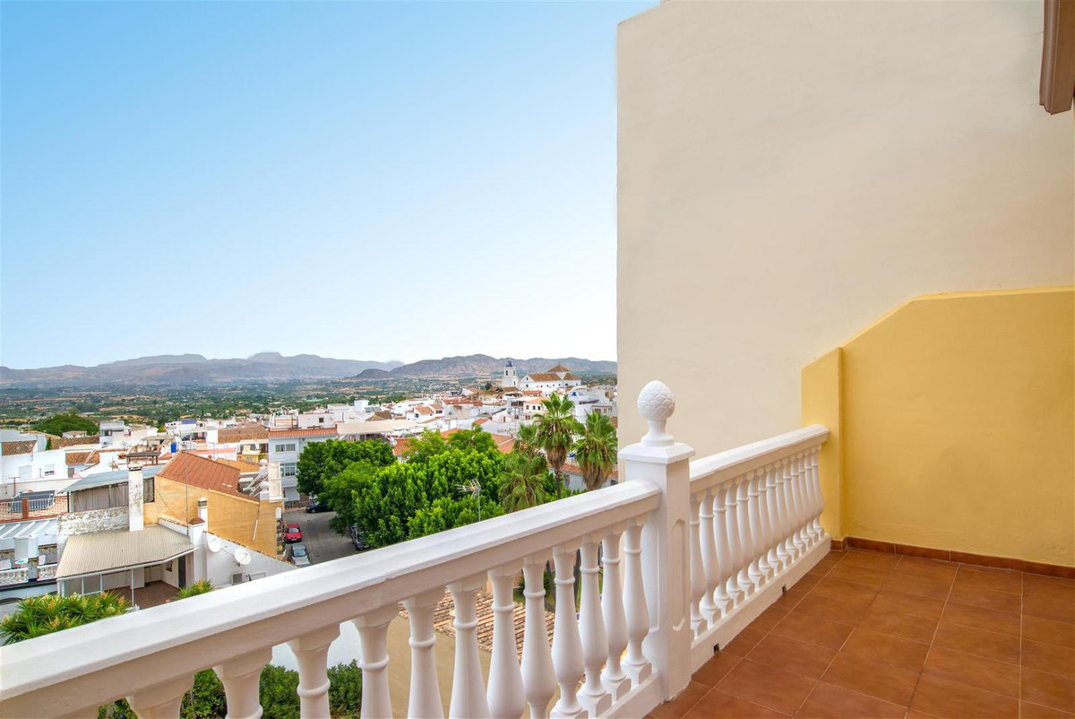 FLAT OF TWO BEDROOMS IN THE CENTER OF ALHAURIN EL GRANDE Superb two bedroom apartment with garage. I, Spain