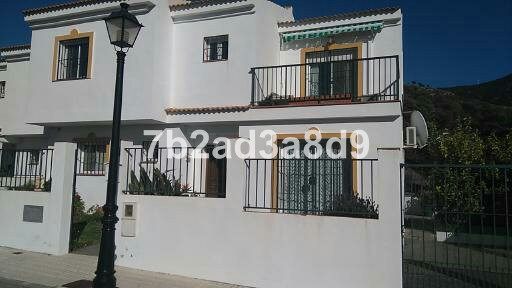 NOW REDUCED FROM 240k! Large townhouse with outstanding sea and mountain views, situated only a 10 m,Spain