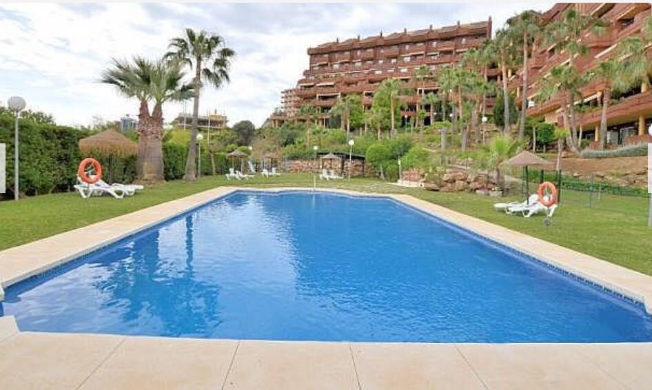 2 bedrooms 2 bath apartment. 17m2 terrace with views to sea and communal gardens. At only 100 meters, Spain