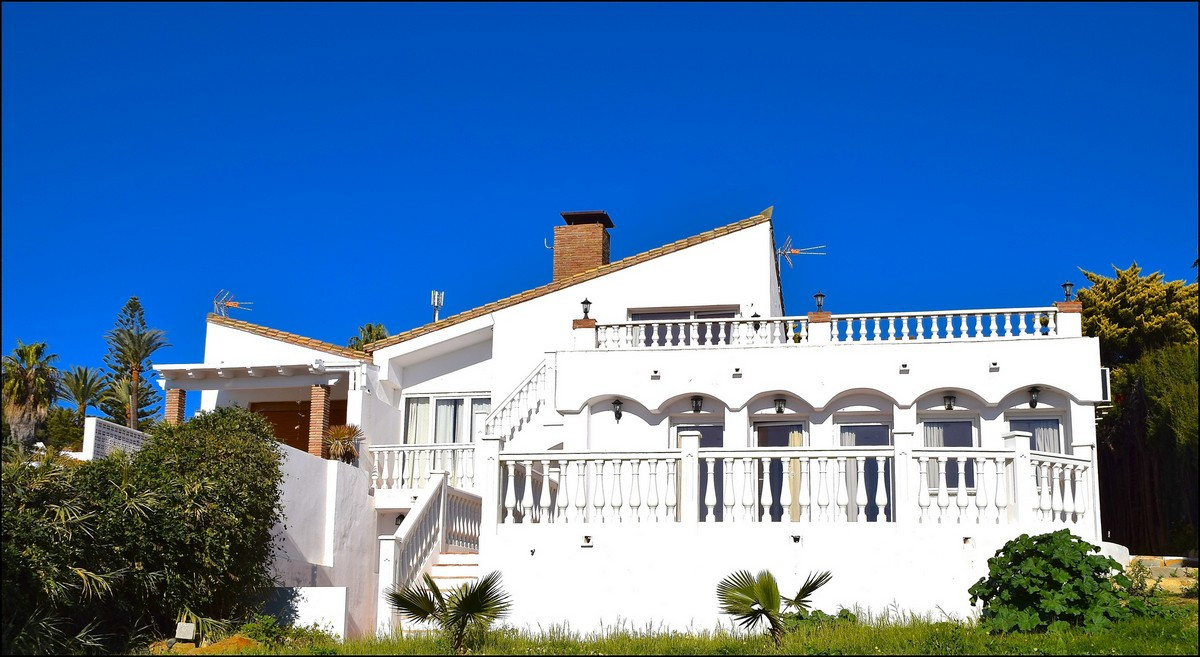 Wonderful Semi-detached House near the beach, comprising 600 meters of plot and distributed on the g,Spain