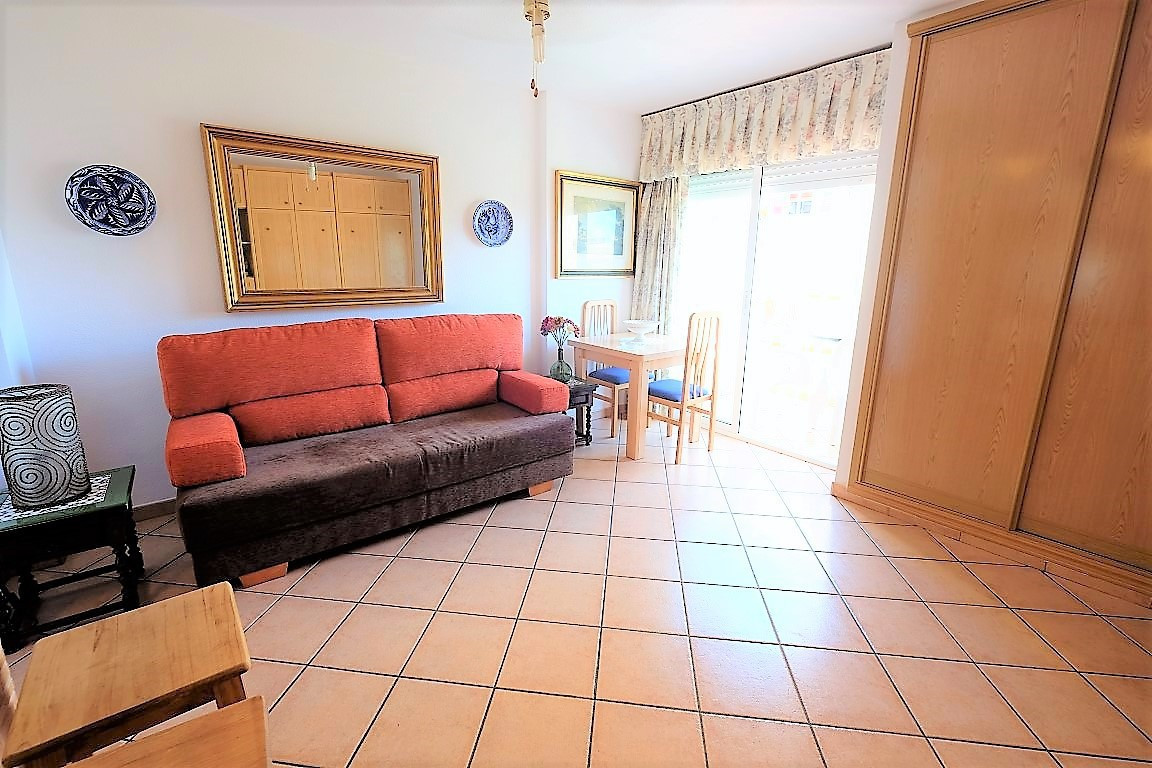 FULLY REFURBISHED STUDIO AT GAMONAL AREA, OPEN-PLAN KITCHEN. READY TO MOVE IN. LARGE COMMUNAL GARDEN,Spain