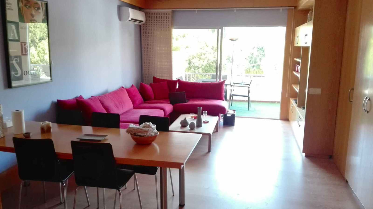 GOLDEN MILE OPPORTUNITY Amazing apartment ideally located in excellent gated complex Jardines del Ma,Spain