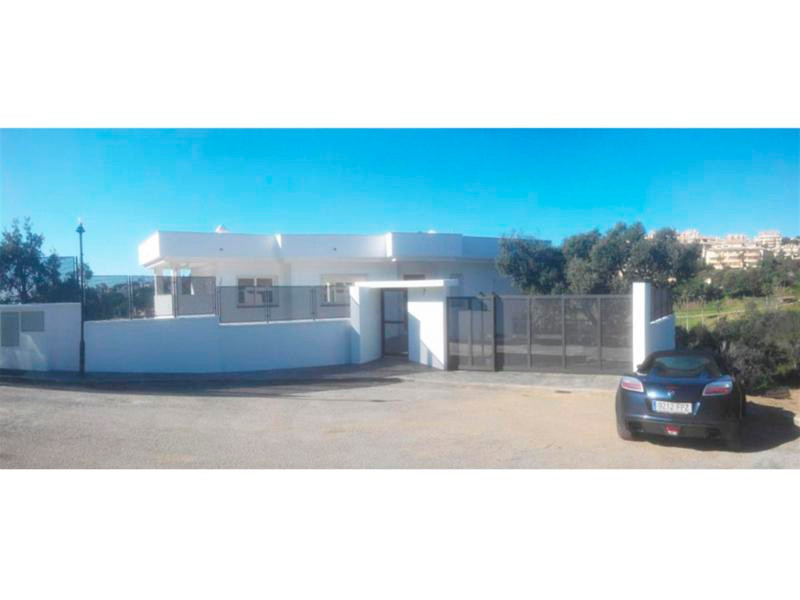 The house has 280m2 built including terraces and 1115m2 plot. In terms of facilities, has underfloor,Spain