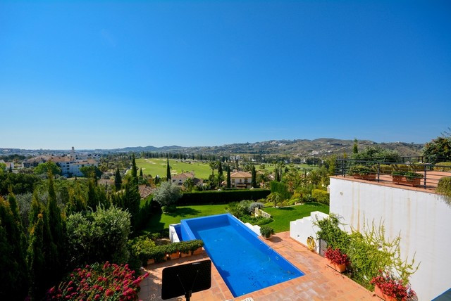 Spectacular Villa in Mijas Golf with beautiful open views to the golf course.  It is distributed in ,Spain