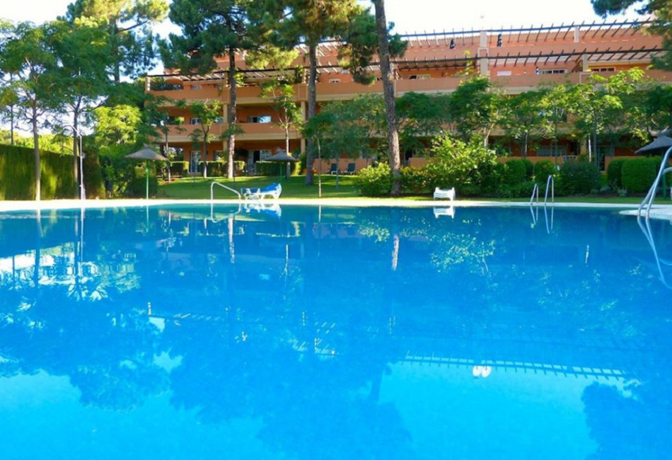We offer for sale this luxurious and well proportioned penthouse in a sought after and prestigious c,Spain