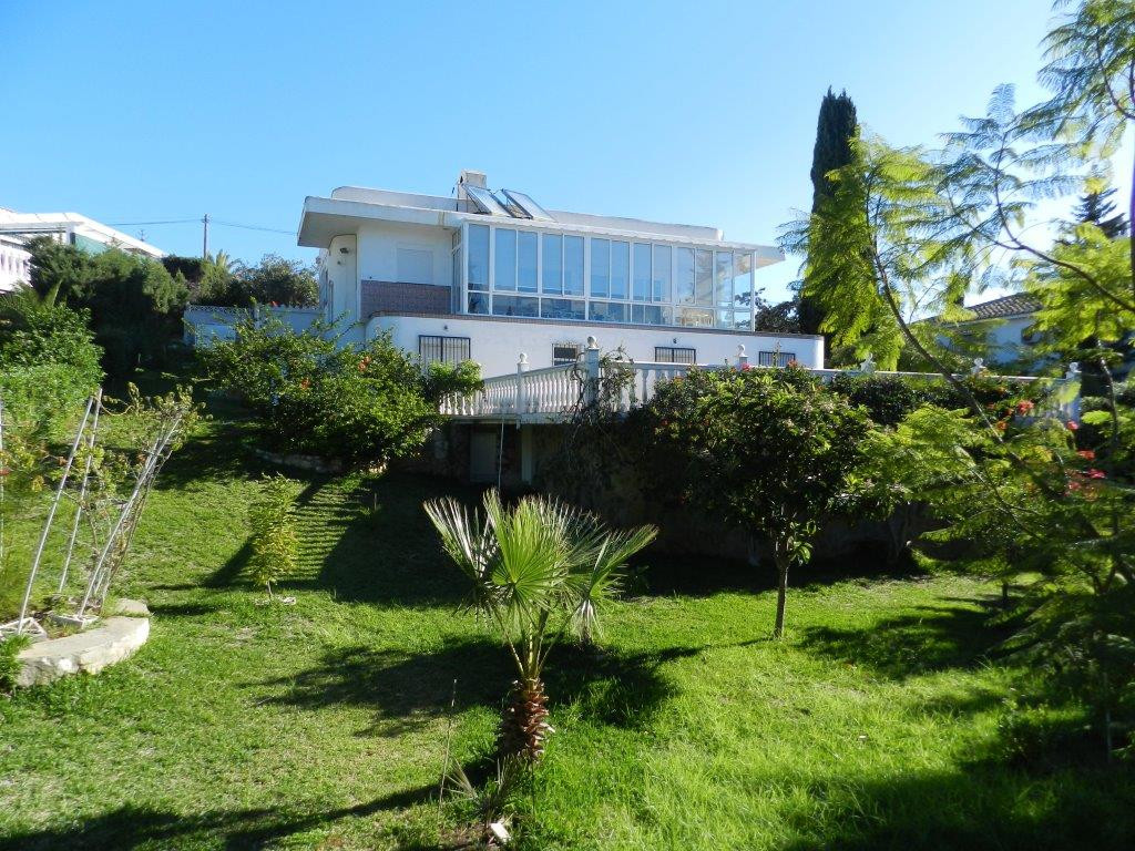 DETACHED VILLA IN EL CHAPARRAL TO BE REFORMED. Quiet location on the cul de sac. 3 bedrooms 3 bathro Spain