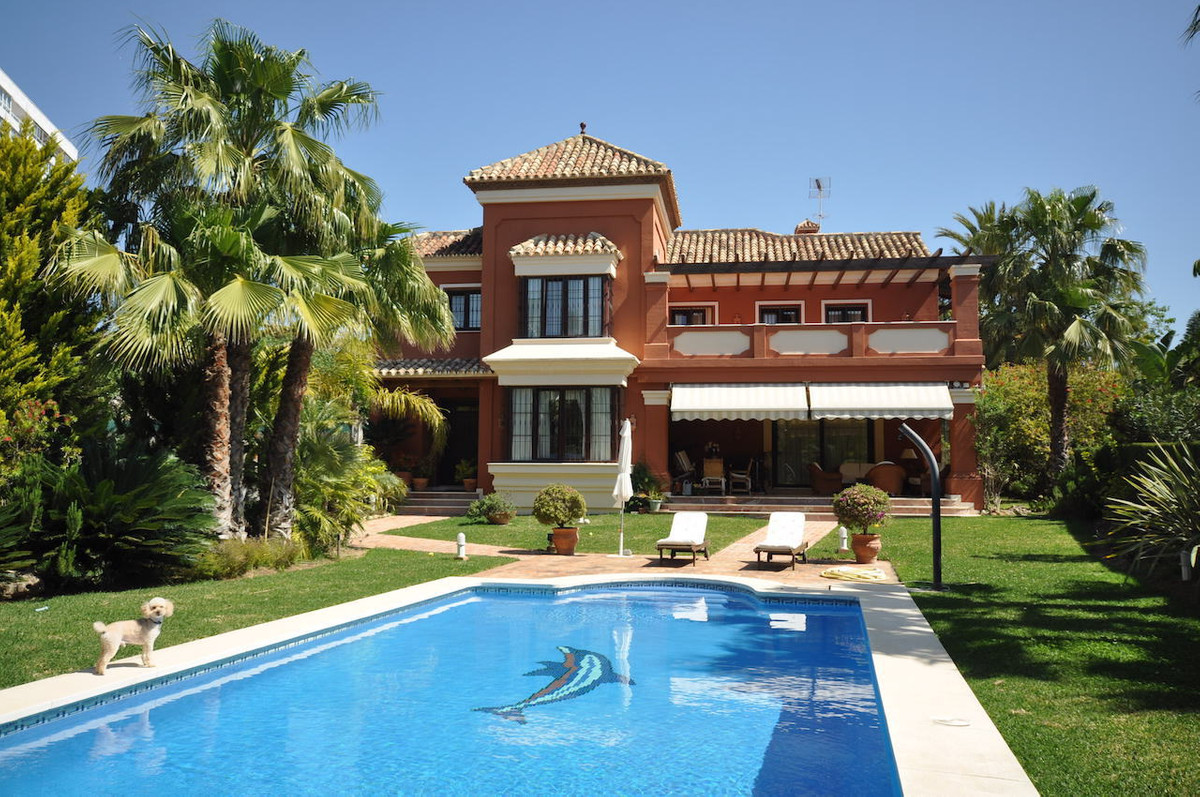 Fantastic villa in excellent condition 500 meters from the sea. South facing with lots of light. The,Spain