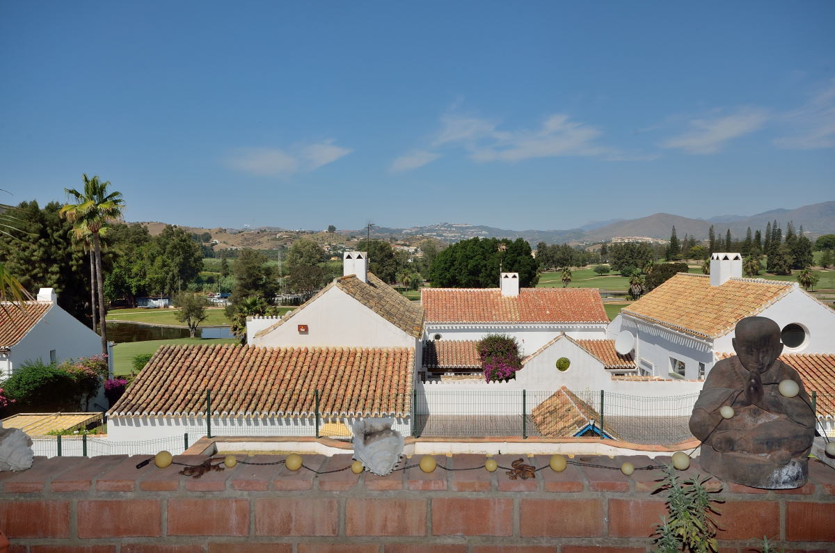 A very nice and fully renovated apartment in the popular area Naranjos del Golf in Mijas Golf. It co,Spain