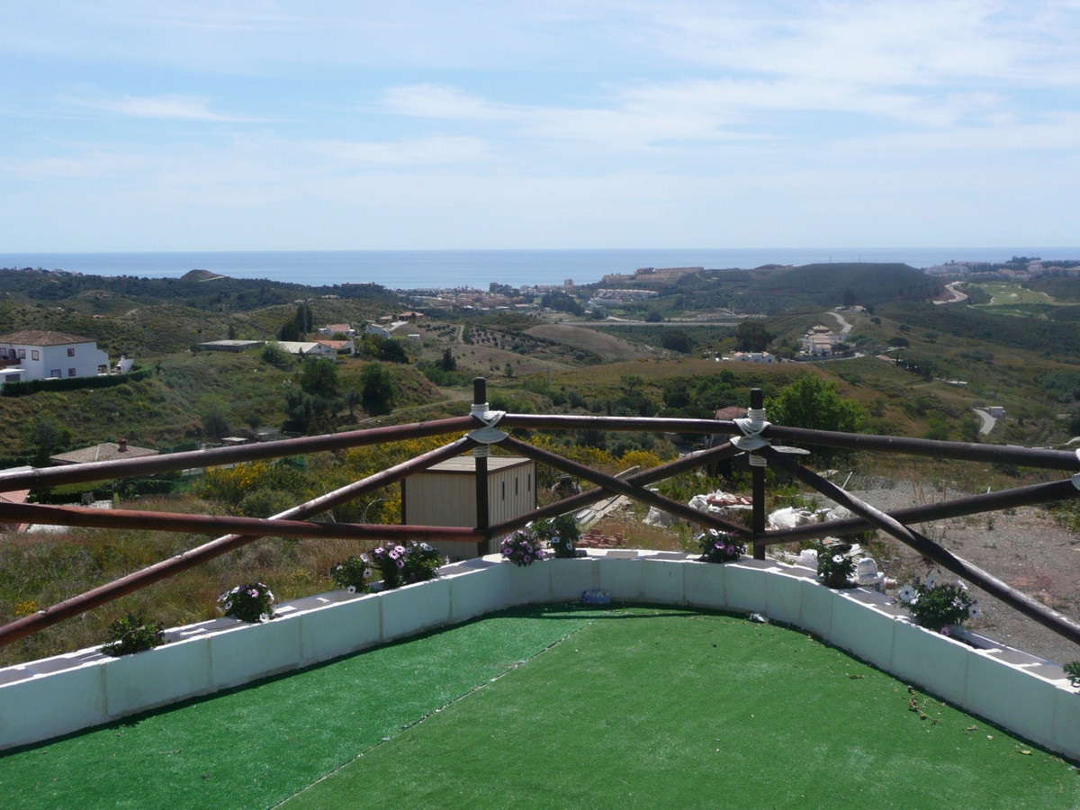 Rustic plot, 4,300 m2 divided into 3 terraces with fantastic sea views. Has electricity and water an,Spain