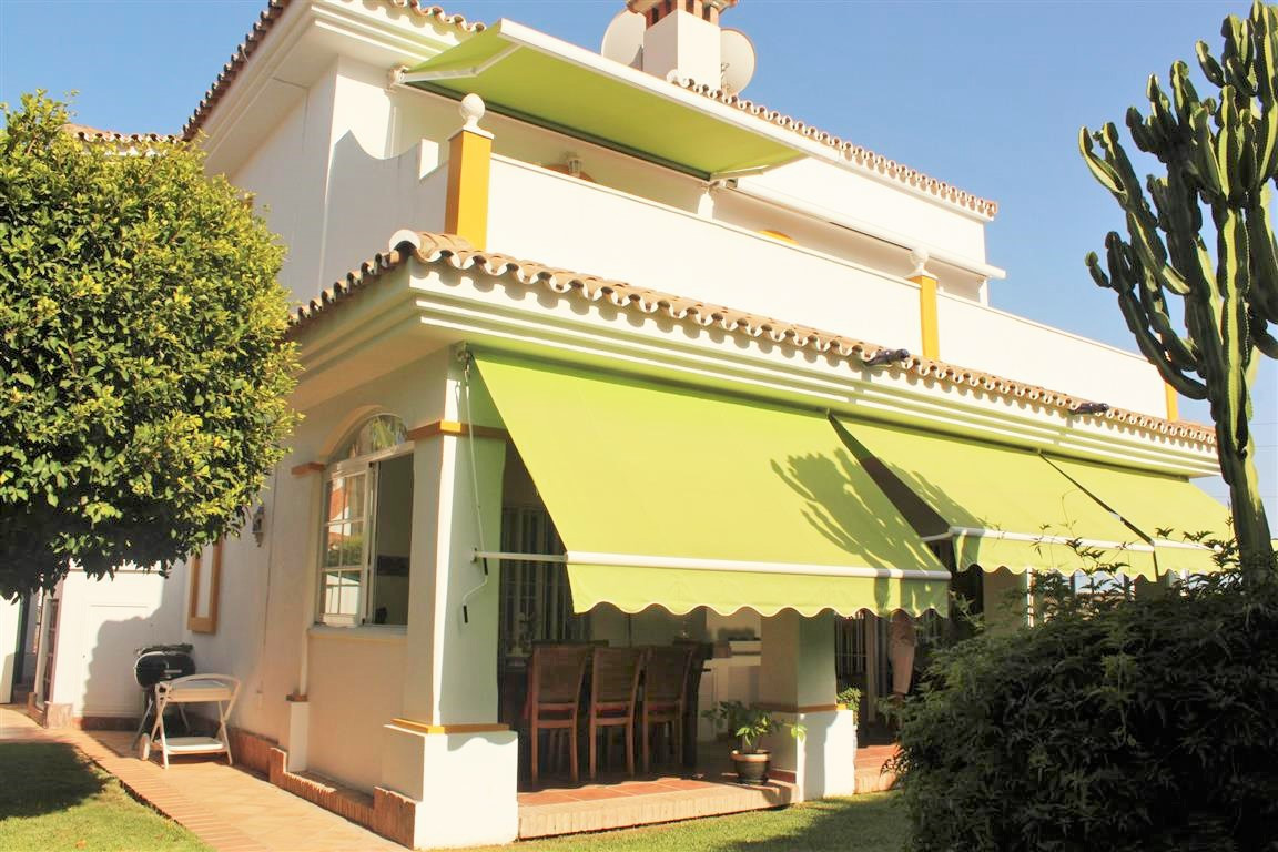 A lovely detached villa with 4 bedrooms and 3 bathrooms in the area of Atalaya, Estepona. Located in, Spain