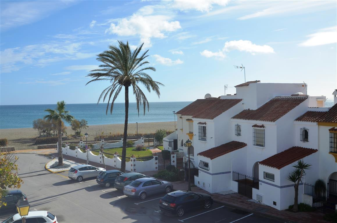 Really ATTRACTIVE TOWNHOUSE in a complex front line to the beautiful Casares Beach. Located 7kms. fr,Spain