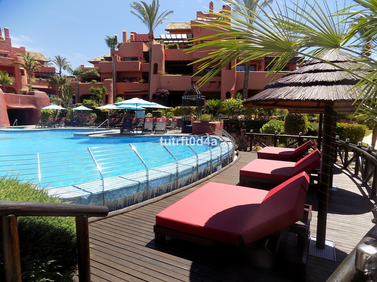 FRONT LINE LUXURIOUS BEACH COMPLEX  A bright, 3 BEDROOM corner GROUND FLOOR APARTMENT with SEA and P,Spain