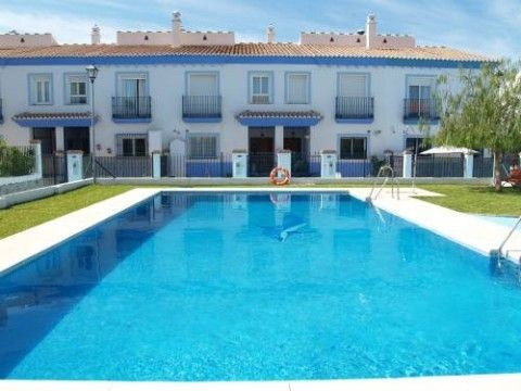 Beautiful terraced house in a very quiet urbanisation, fully furnished, fitted wardrobes, ff-kitchen,Spain