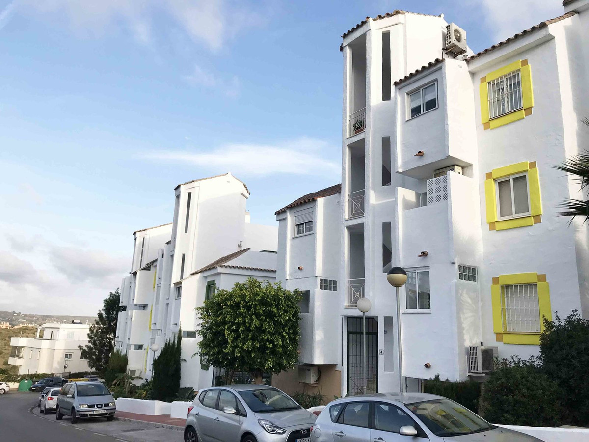 Middle Floor Apartment, Riviera del Sol, Costa del Sol. 2 Bedrooms, 2 Bathrooms, Built 80 m², Terrac, Spain