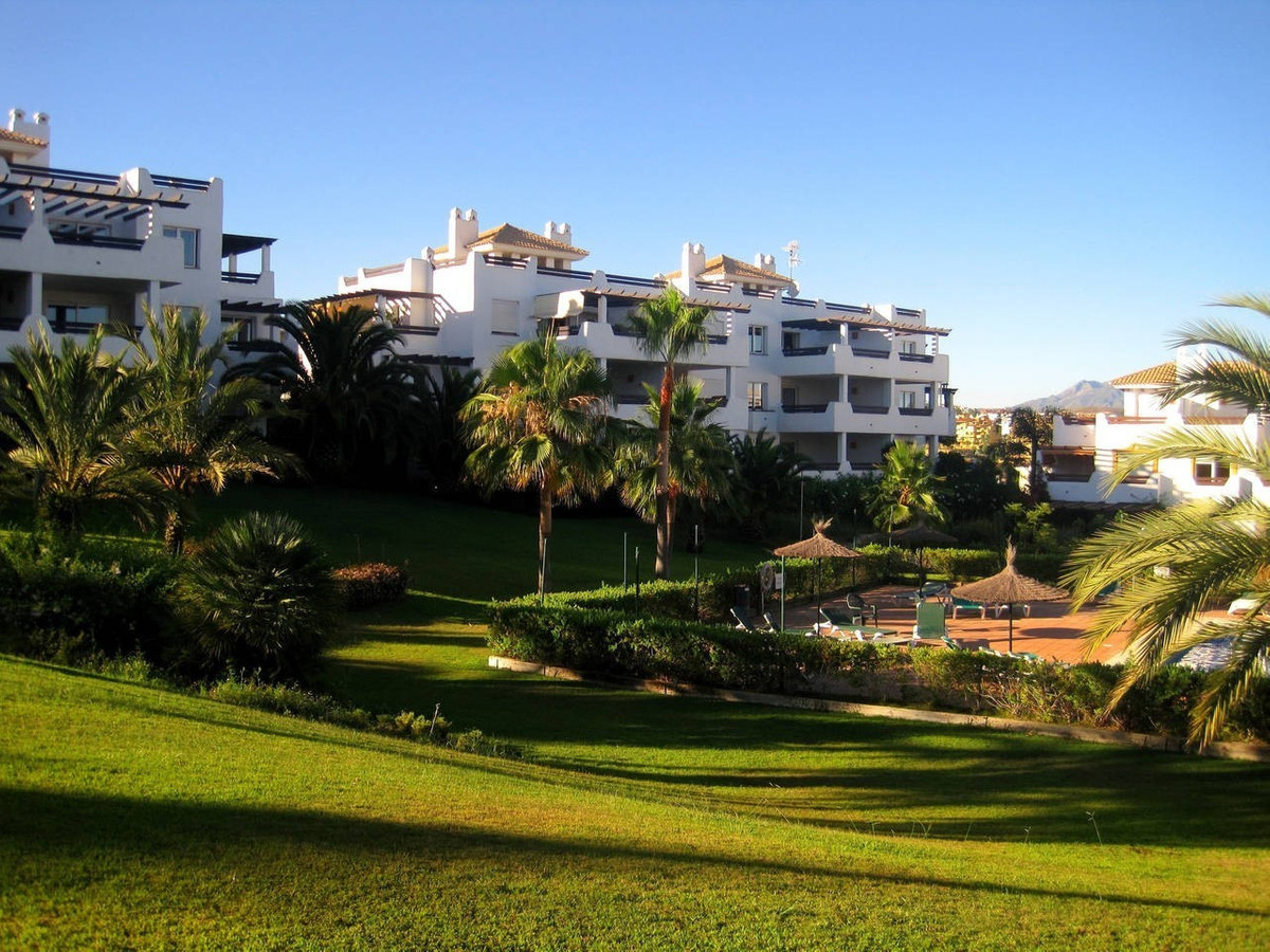 Excellent opportunity!! Magnificent middle floor apartment, south facing with very nice views to the,Spain