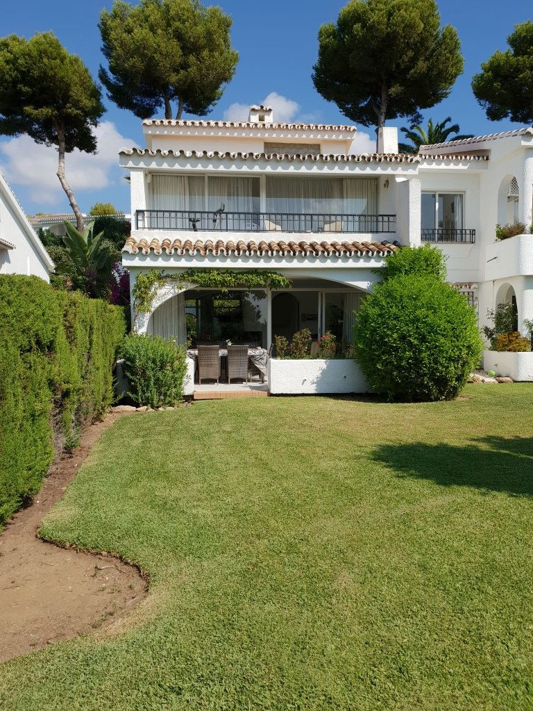 Superb south facing semi-detached duplex located close to the popular Miraflores Clubhouse and withi,Spain