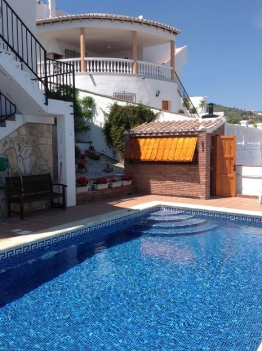 REALISTICALLY PRICED FOR A QUICK SALE. A really lovely and well laid out property with breathtaking , Spain