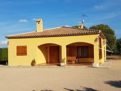 Lovely 2 bedroom, 2 bathroom country house of 130m2 on a plot of 3031m2. Only a 5min drive into town, Spain
