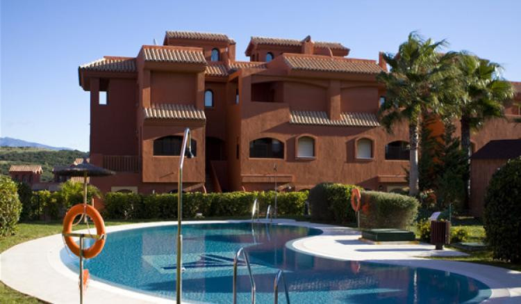 Magnificent and spacious apartment for sale in Estepona. It is located in a famous and great avenue,,Spain