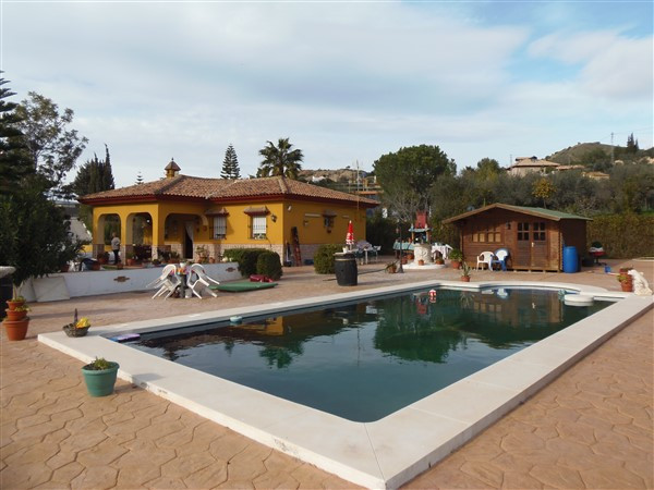 Excellent finca of 3 rooms that we find in the area of Maqueda in Malaga, near the Technological Par,Spain