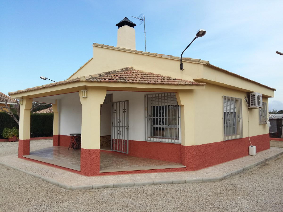 Cosy country house of 98m2 on a fenced plot of 1619m2. Only 3km away from Agullent.  The house consi, Spain