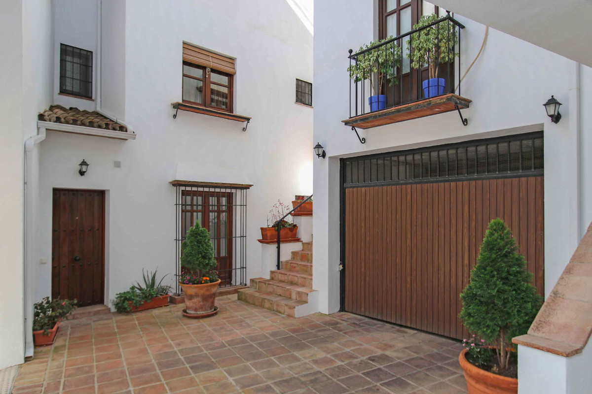 A urbanisation that feels like an Andalusian pueblo.  This never-been-used studio apartment is locat, Spain