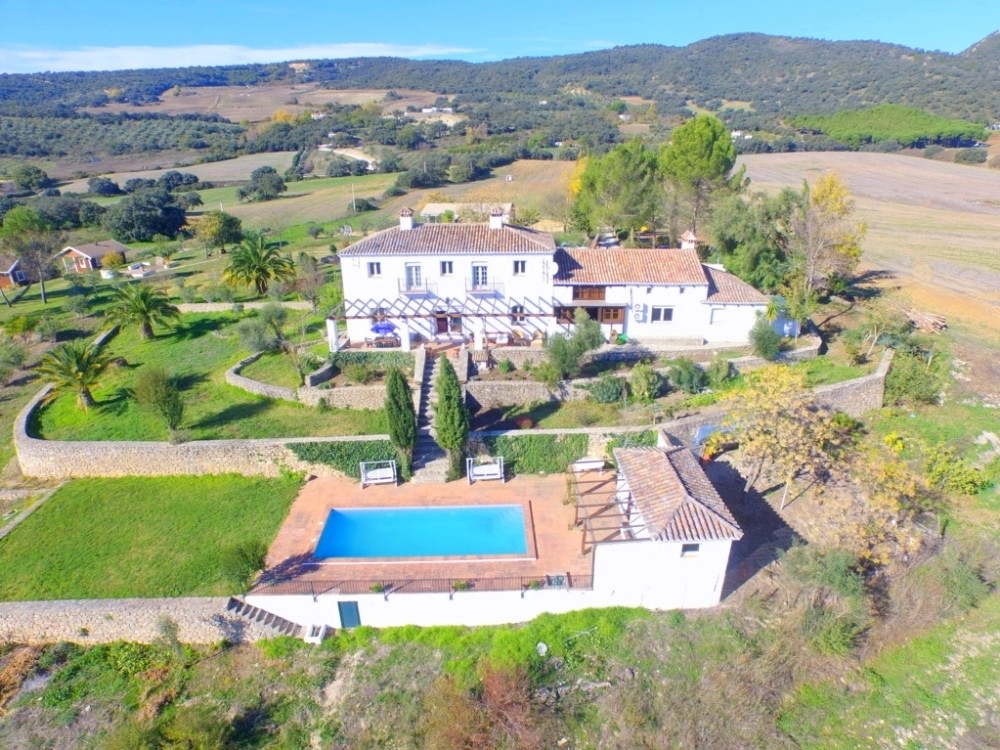 Opportunity! Andalusian Cortijo with wonderful panoramic views, 4.000 olives trees, excellent road a, Spain