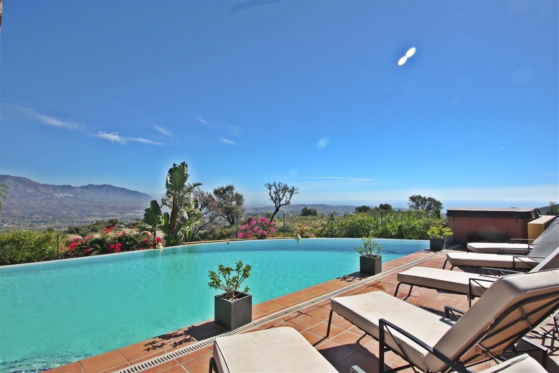 Villa for sale in La Mairena, Marbella East, with 4 bedrooms, 4 bathrooms, 2 en suite bathrooms, 1 t,Spain