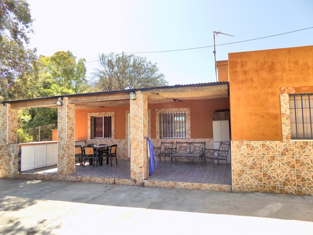 This property is located in the countryside about 5 minutes' drive from the main road to Marbel,Spain