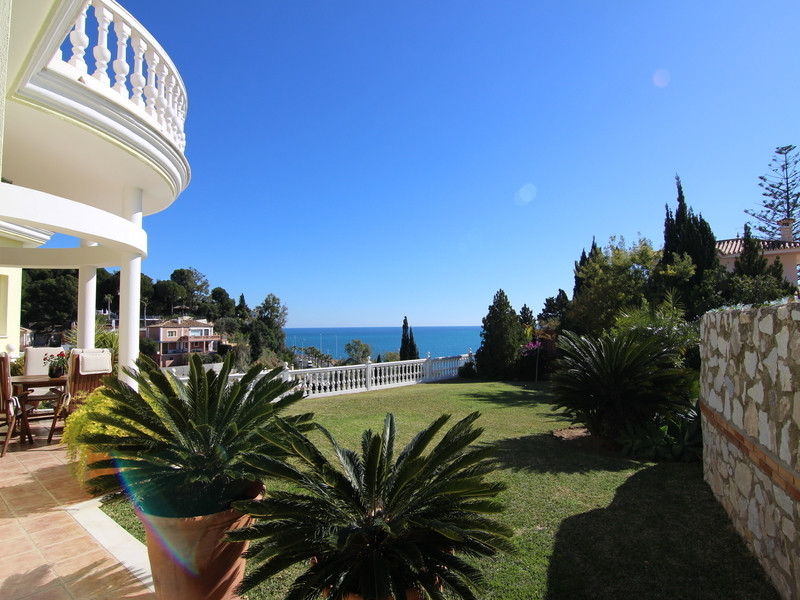 Stunning villa (1998) at walking distance to the beautiful beaches from Benalmadena, offering a vill, Spain