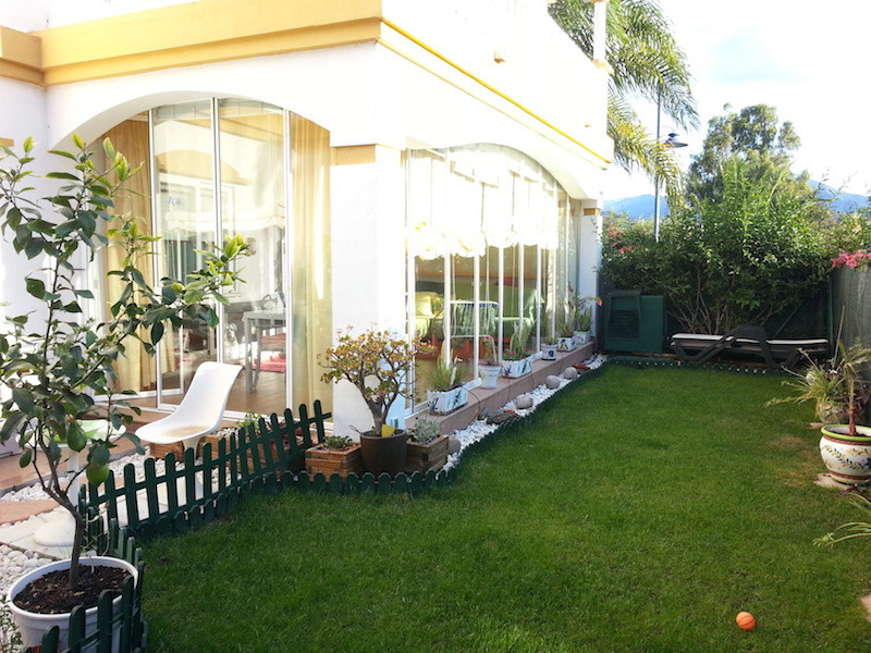 Corner ground floor apartment with private terrace and garden. The apartment has 2 double bedrooms, ,Spain