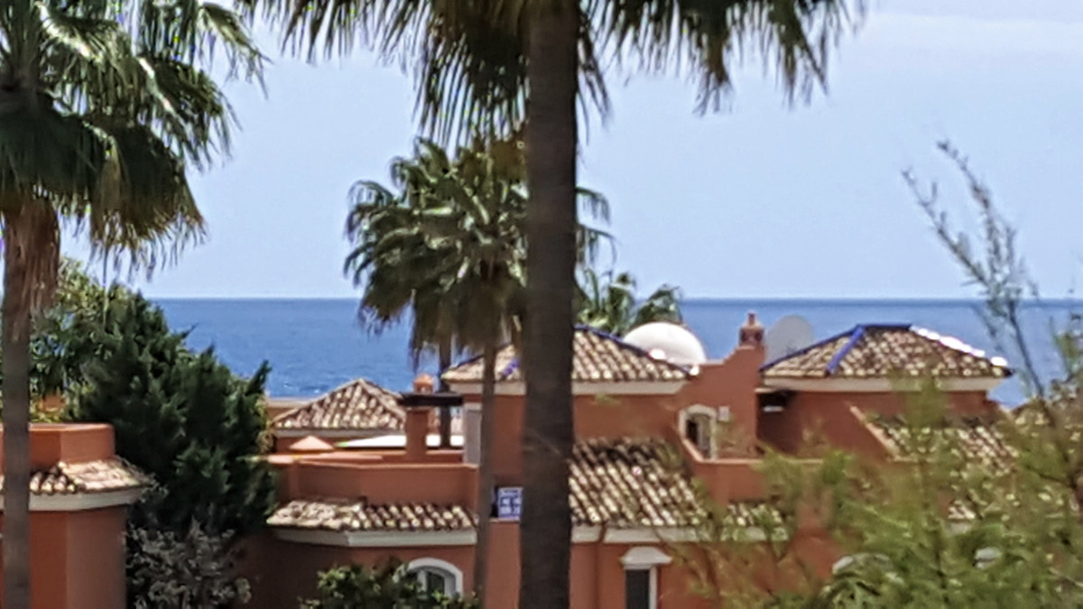 Nice and cosy middle floor apartment only 300 m from the best beaches in marbella. Set in an urbaniz, Spain