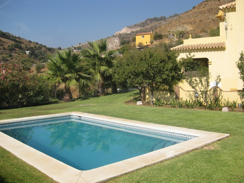 Beautifully presented and charming south facing villa in the eastern side of Marbella's outskirts an, Spain