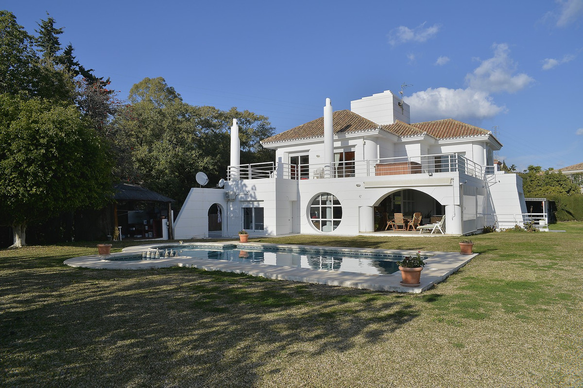 Fantastic villa at the beginning of Benahavis, below Los Arqueros and La Quinta, close to everything, Spain