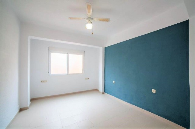 Magnificent investment, in the financial area of ??the city. It has three bedrooms, a bathroom, livi,Spain