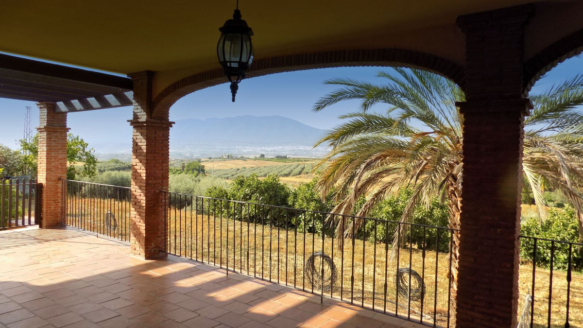 The house is situated a few minutes from a tarmac road, down a quiet country lane and is set in appr,Spain