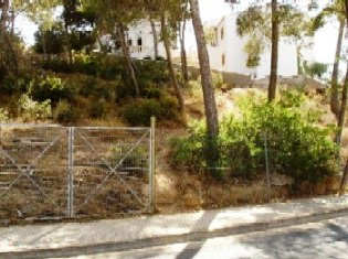 This is a plot of 1,530 m2., With east, open views at the same time without losing the quiet downtow, Spain