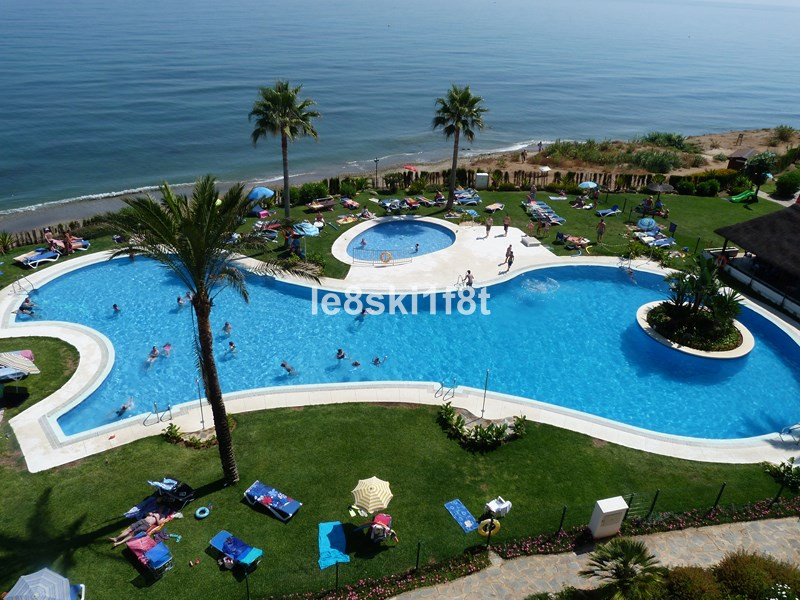 Lovely spacious 1 bed 1 bath apartment with seaviews. large walk-in shower, breakfast bar, aircon, s Spain
