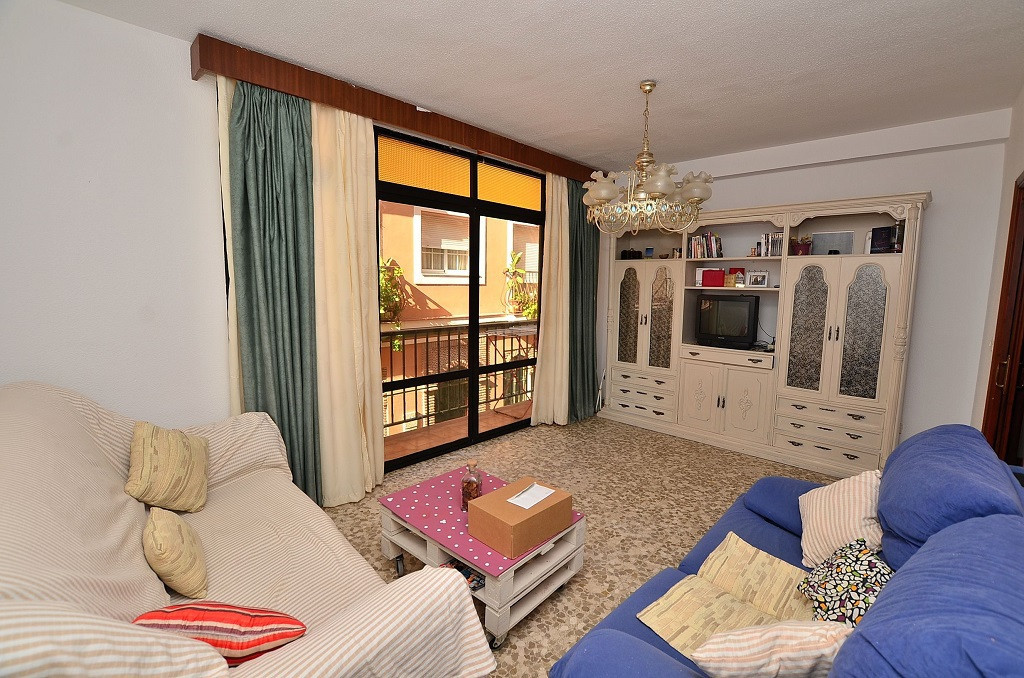 Fantastic 3 bedroom apartment located in Fuengirola at only 50 mts from the beach. Walking distance , Spain