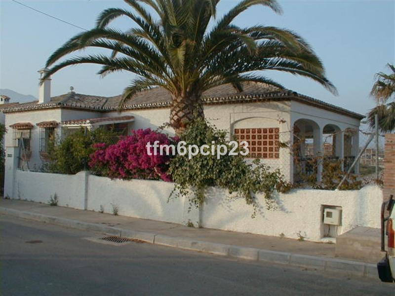 This detached villa has been split into 2 separate homes, one containing 3 bedrooms, 2 bathrooms and, Spain