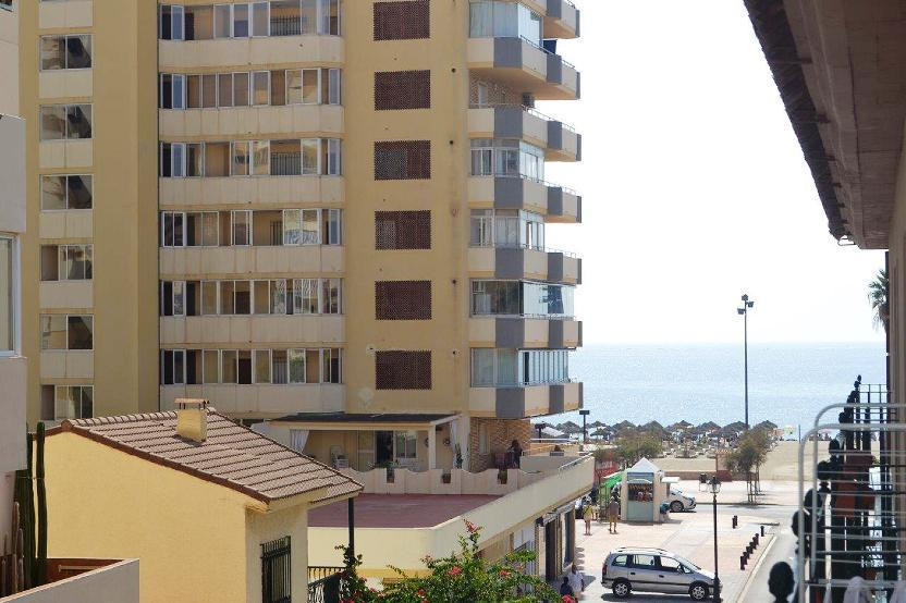 Nice apartment for sale located on 2nd line of the beach in Los Boliches, Fuengirola. Quiet building, Spain