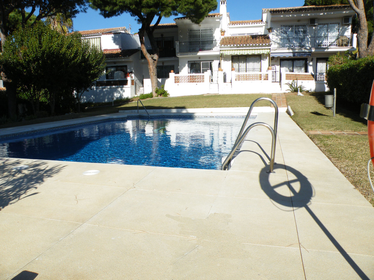 A West facing studio with private terrace. Close to all local amenities and private parking. In need,Spain