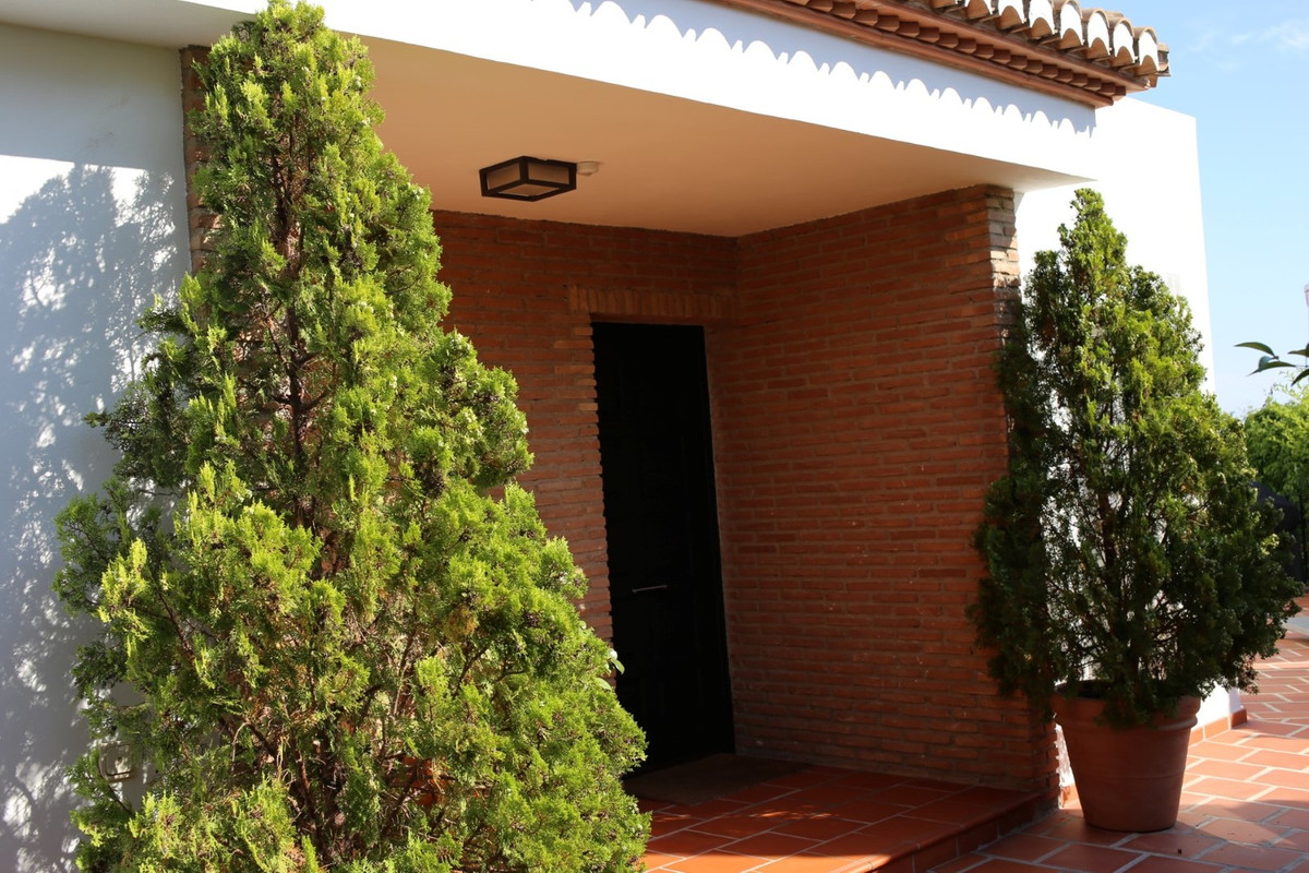 This spectacular Villa, located in the municipal term of Almunecar, has a total 505 m2 construction.,Spain