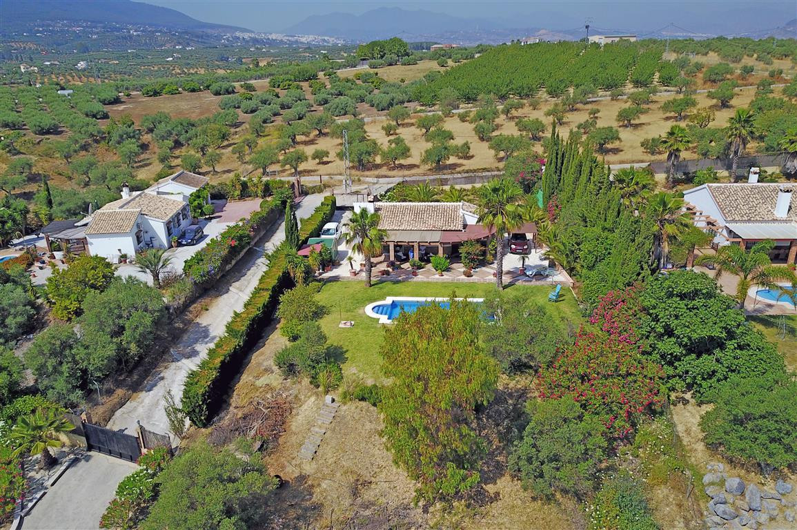 A charming country cottage with lovely views of the mountains and the countryside towards Malaga bay,Spain