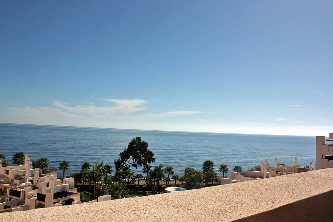 PHOTOS USED ARE OF THE ACTUAL APARTMENT  Exclusive beachfront apartment built and equipped with top Spain